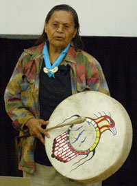 Anaham elder saying a prayer and drumming , M.Paquet photo