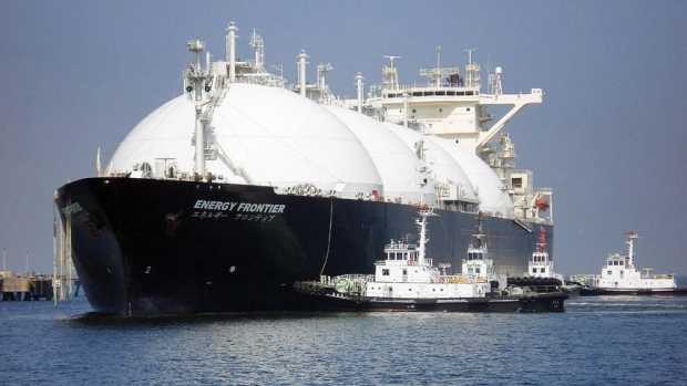 Natural gas tanker arrives in Toyko